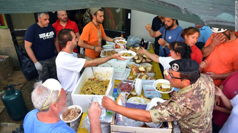 italy-earthquake-survivors-camp