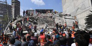 Por lo menos 46 edificios se derrumbaron en la Ciudad de México de M=7.1 del 19 se septiembre. (Photo from: The Australian)