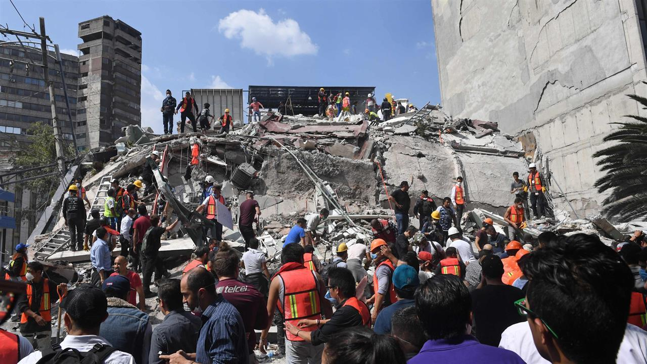 At least 46 buildings collapsed in Mexico City in the 19 September M=7.1 earthquake. (Photo from: The Australian)