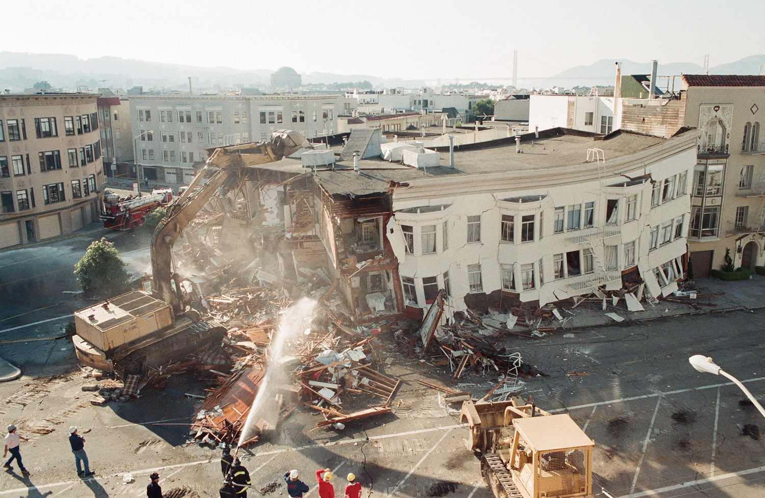 A soft story building in San Francisco which collapsed in the 1989 Loma Prieta earthquake. (Photo from: San Francisco Examiner)