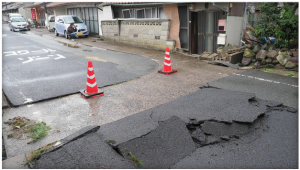 This photo shows a street which was cracked in Monday's M=5.6 earthquake near the city of Oda, Japan, approximately 770 km west of Tokyo. (Photo from: GETTY)