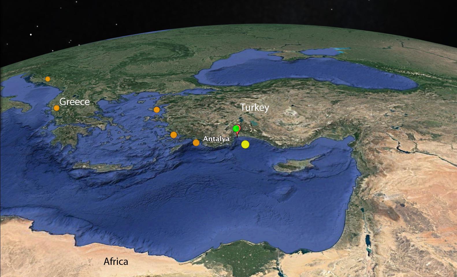 Doğu Akdeniz'de Girit, Rodos, Antalya ve Kıbrıs boyunca uzanan bu aktif ve karmaşık dalma-batma zonu sığ depremler (portakal rengi) yanı sıra derin depremler (yeşil ve sarı) de yaratmaktadır. Antalya körfezindeki bazı depremler için yapılan stres tensör analizleri bölgede KD-GB doğrultulu sıkışma gerilmesinin (bindirme) baskın olduğunu göstermektedir (2).