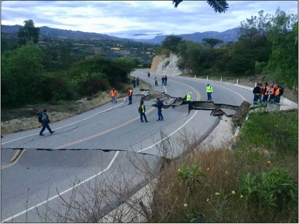 Road damage in the Cajamarca Region from Twitter (@Crisanris).