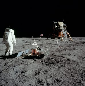 37_Apollo_11_Seismic_Experiment_ds