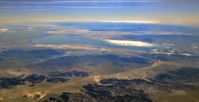 Ariel view of the Salton Sea, taken from Joshua Tree National Park, looking toward the south-southwest. Credit: Dicklyon.