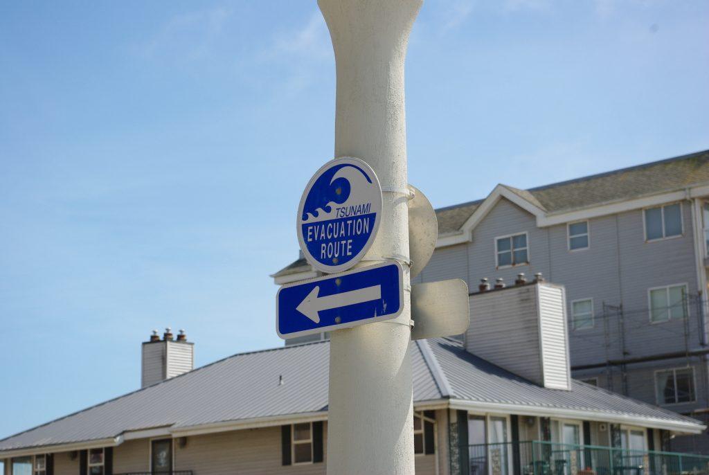 Photo of tsunami evacuation route sign.