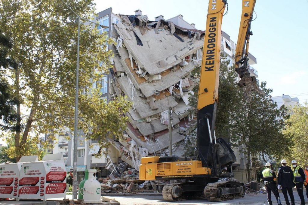 Building damage caused by the Aegean Sea Earthquake that struck Turkey on Oct. 30, 2020. Credit: Voice of America, Public domain, via Wikimedia Commons