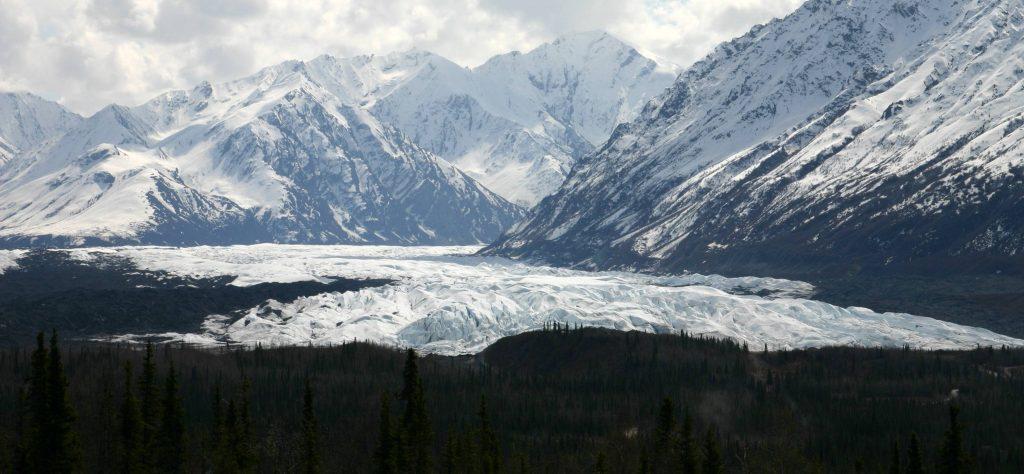 On May 30, a magnitude-6.1 earthquake struck near Matanuska Glacier, shown here from the Glenn Highway. Credit: Frank K. from Anchorage, Alaska, USA, CC BY 2.0, via Wikimedia Commons