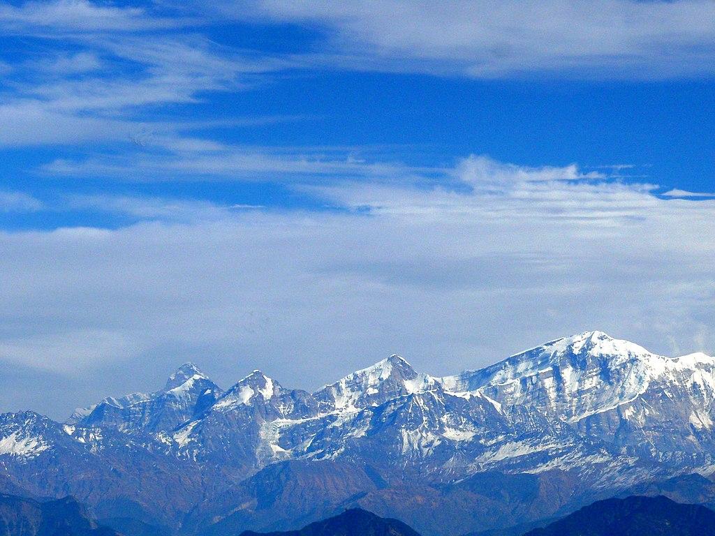 From right, Trishul, Nanda Ghunti, Ronti, Bethartoli and Nanda Devi peaks tower in the Garhwal Himalaya of Uttarakhand, India. Photo taken from Kartik Swami. Credit: Goutam1962, CC BY-SA 4.0, via Wikimedia Commons