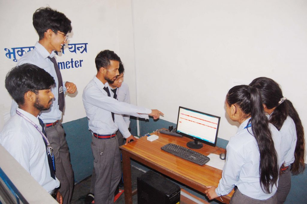 Students in Nepalobserve waveforms recorded by the seismometer installed in their school. Credit: BinodTimilsina