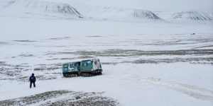 Scientists install a temporary seismic network around the Adventdalen Valley, Svalbard in May 2014. Credit: Julie Albaric
