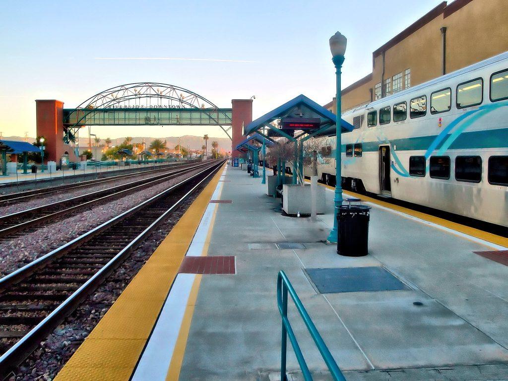 Metrolink train at Riverside Downtown station. Credit: Juan Enrique Gilardi CC BY-SA 2.0
